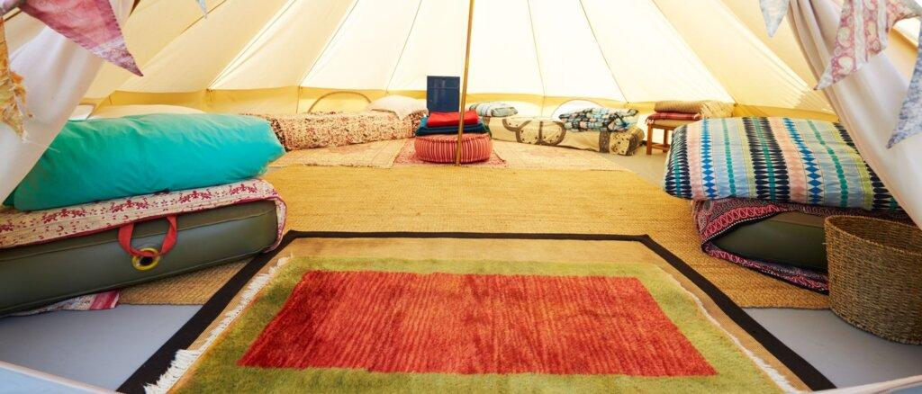 dormire in tenda con un materasso gonfiabile