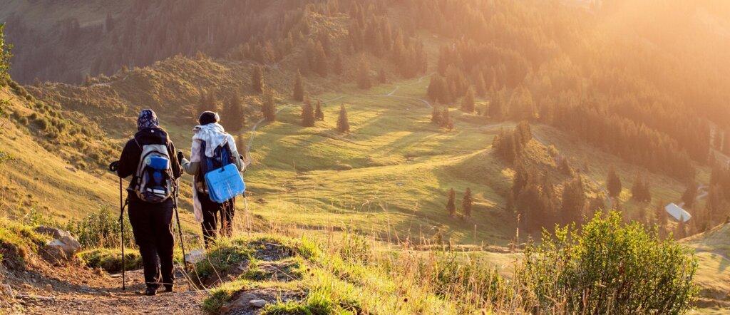escursione con i bastoncini da trekking