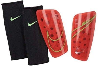 Nike - Migliori parastinchi per guscio 79% K-resin e 21% schiuma EVA