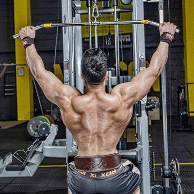 utilizzare una cintura per il sollevamento pesi